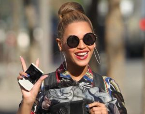 beyonce wearing sunglass